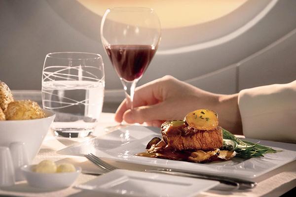 エジプトへ行くなら機内でワインを楽しむのが得策