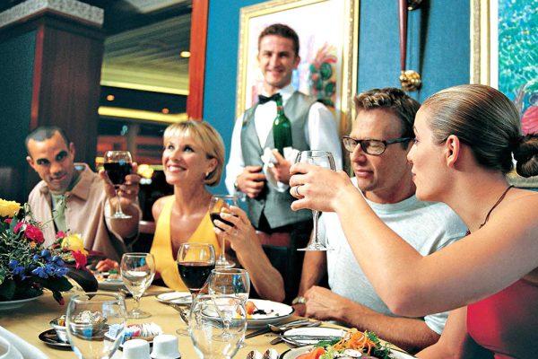 気軽な服装で、各種レストランの食べ歩きを