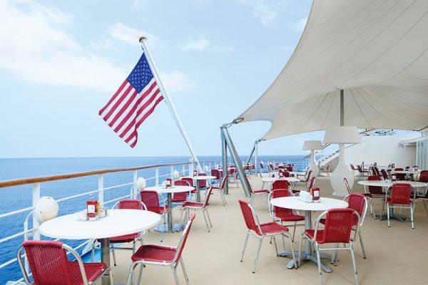 アメリカの雰囲気が漂う船内、子供向けプログラムも充実