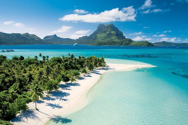 年間を通じてタヒチ、南太平洋を航行