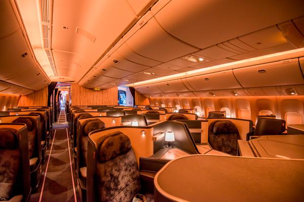 最新テクノロジーと東洋美学の融合させた豪華な座席