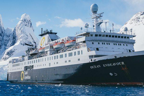 南極旅行で重要なボートの数とスタッフの数