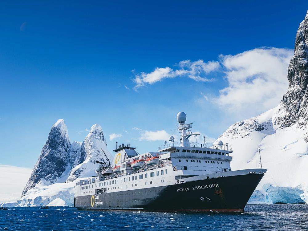オーシャン・エンデバー南極探検 ゾディアックボートでクルージング