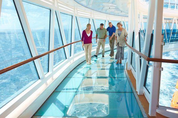 海上40メートルのスリルも!多彩なアクテビティとエンターティメント