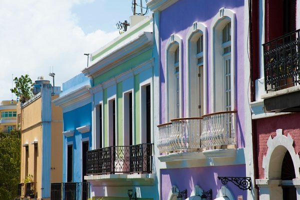 サンフアン旧市街のカラフルな建物