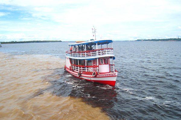 ソリモンエス川・ネグロ川合流点